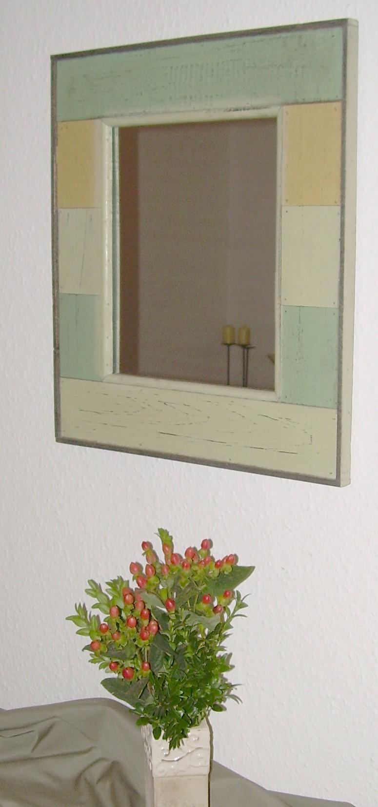 spiegel mit holzrahmen originelle deko geschenke. Black Bedroom Furniture Sets. Home Design Ideas